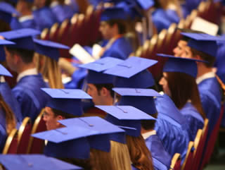 seated-grads-57775939000030938390505
