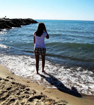 girl-on-sea-shore